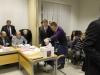 Volební lístky padají do urny
